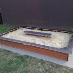 in voller Pracht: unser neuer Sandkasten!